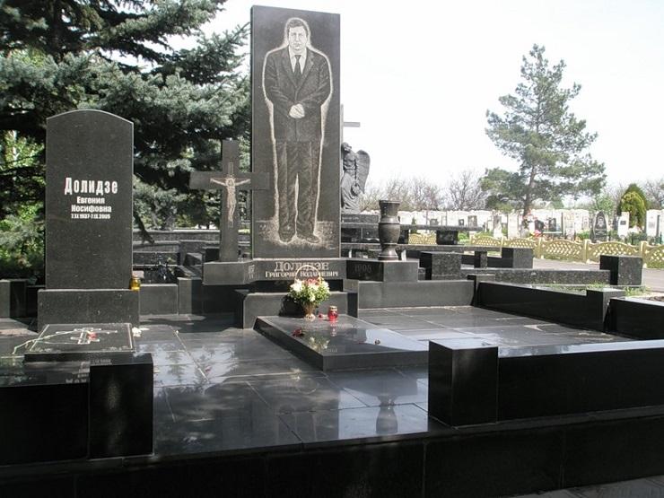 все надгробия криминальных авторитетов фото которого