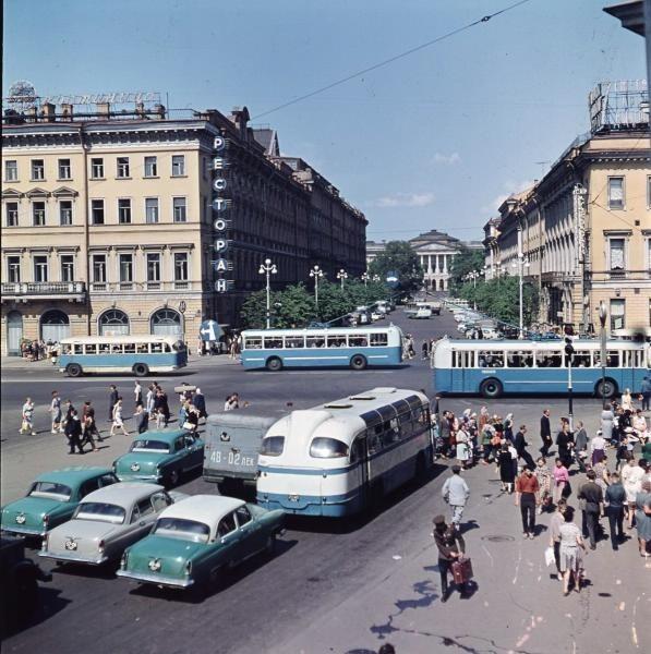 Вид с Невского проспекта на улицу Бродского, 1960е: СССР, факты