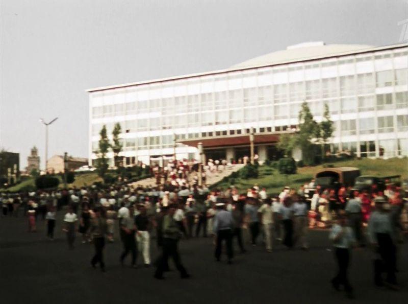 Движемся на выезд из украинской столицы СССР, кино, королева бензокалонки