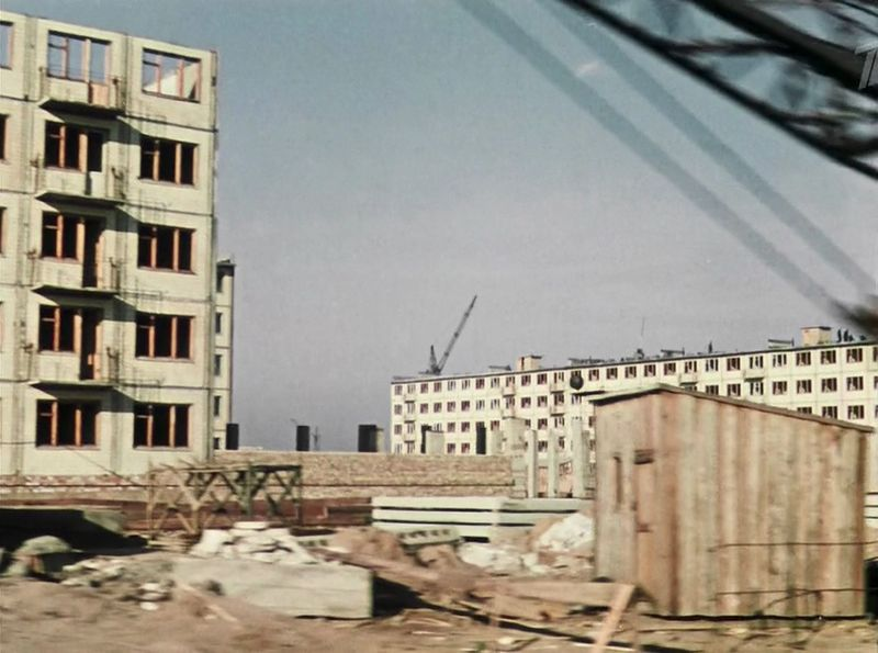Вот и новые районы Киева - сплошь хрущевки, только строятся... СССР, кино, королева бензокалонки