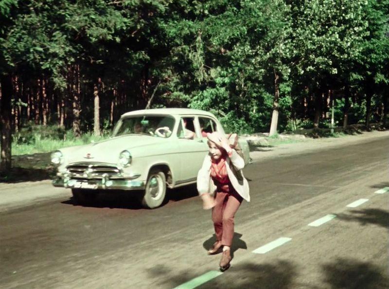 ...и все та же салатовая Волга первой серии СССР, кино, королева бензокалонки