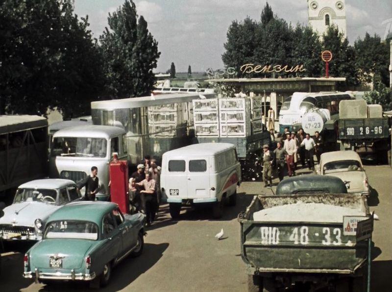 Создала так создала. Здесь опять в кадре виден австрияк ÖAF F745G СССР, кино, королева бензокалонки