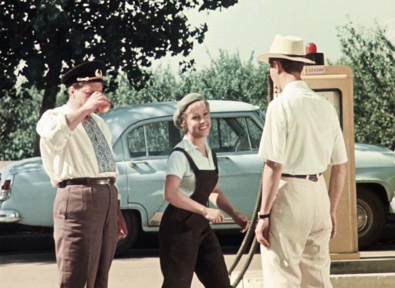 Кинокомедия была снята на киностудии имени А. Довженко, вышла в прокат в 1963 году. В главной роли - Надежда Румянцева. СССР, кино, королева бензокалонки