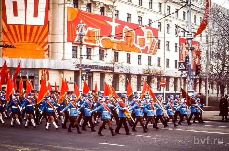Демонстрация 7 ноября 1977 года в Воронеже (серия фото из архива Эрхарда Ройтера, студента ВГУ в 1974-79 гг,) 7 ноября, СССР, демонстрация, застолье, парад, революция