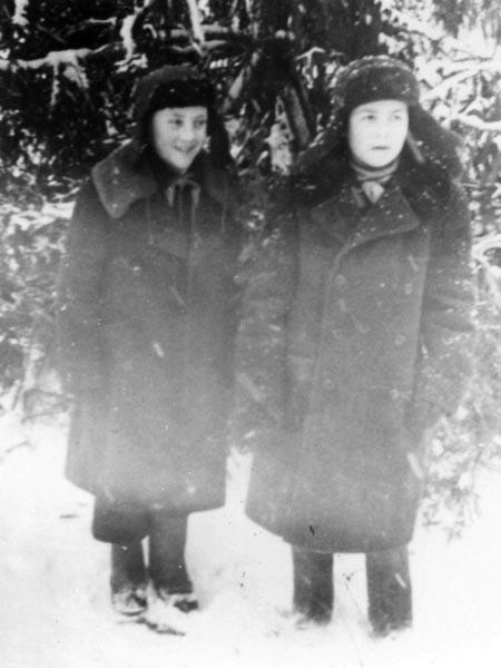 Володя Высоцкий с другом в пионрском лагере, 1950 год